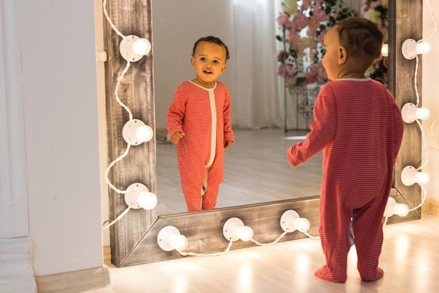 Portret van een afro-amerikaanse babyjongen