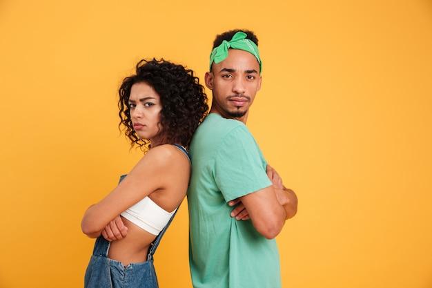 Portret van een boos jong afrikaans paar