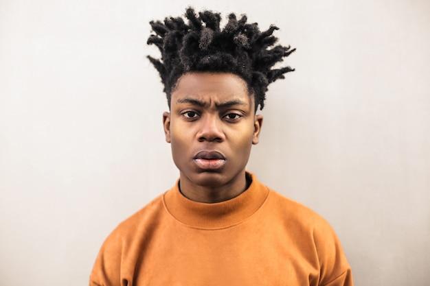 Portret van een boze man