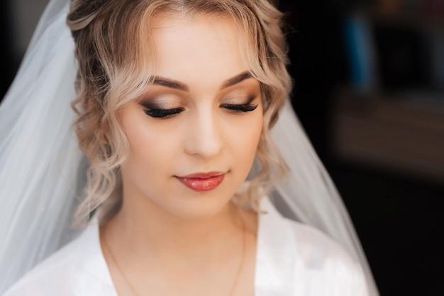 Portret van een bruid in een schoonheidssalon
