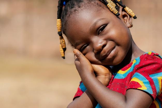Portret van een close-up schattig klein meisje