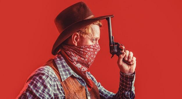 Portret van een cowboy. west, geweren. portret van een cowboy. bandiet in masker