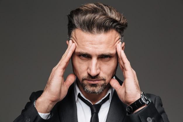 Portret van een depressieve volwassen zakenman close-up