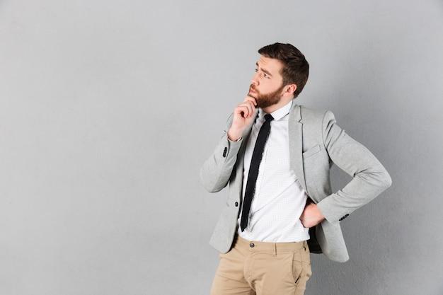 Portret van een doordachte zakenman