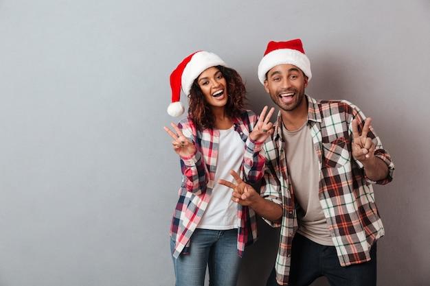 Portret van een gelukkig vrolijk afrikaans paar