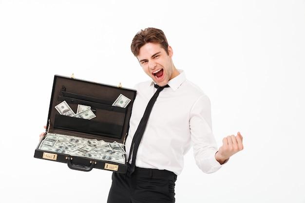 Portret van een gelukkige jonge zakenman