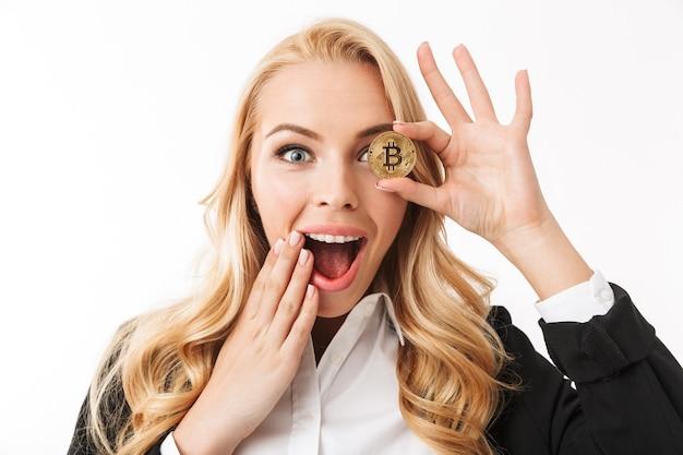 Portret van een gelukkige jonge zakenvrouw close-up