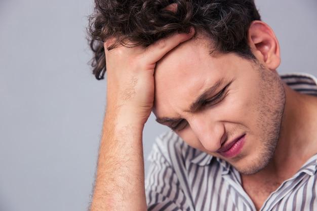 Portret van een gestreste casual man