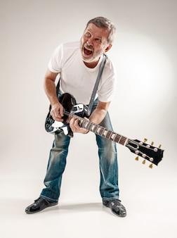 Portret van een gitarist