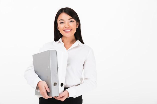 Portret van een glimlachende aziatische onderneemster