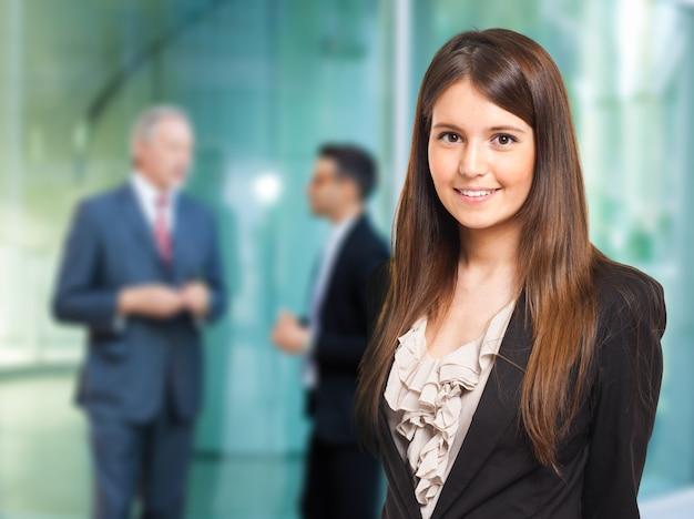 Portret van een glimlachende zakenvrouw