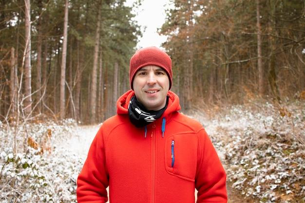 Portret van een hardloper in de wildernis