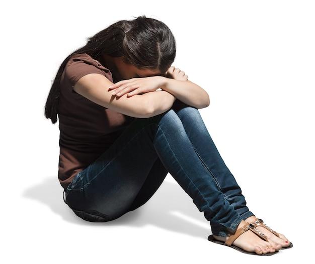 Portret van een huilende jonge vrouw