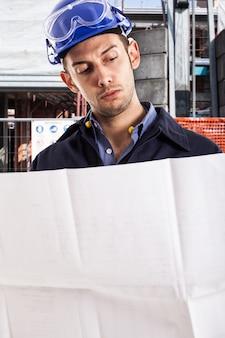 Portret van een ingenieur op het werk
