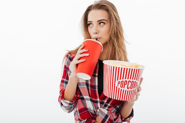 Portret van een jong mooi meisje in plaidoverhemd
