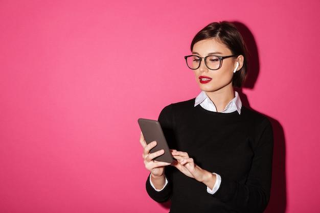 Portret van een jonge aantrekkelijke zakenvrouw