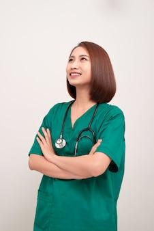 Portret van een jonge aziatische verpleegster
