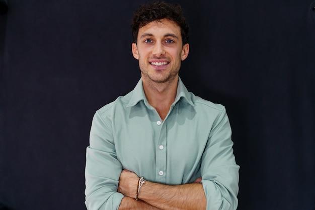 Portret van een jonge blanke ondernemer