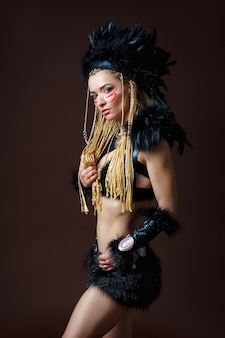 Portret van een jonge dame in het kostuum van de indiase voorn