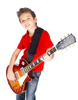 Portret van een jonge jongen met een elektrische gitaar -