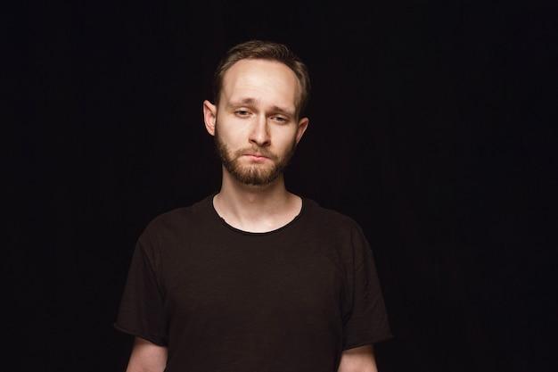 Portret van een jonge man geïsoleerd close-up