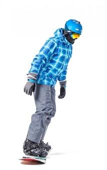 Portret van een jonge man in sportkleding met snowboard geïsoleerd op wit