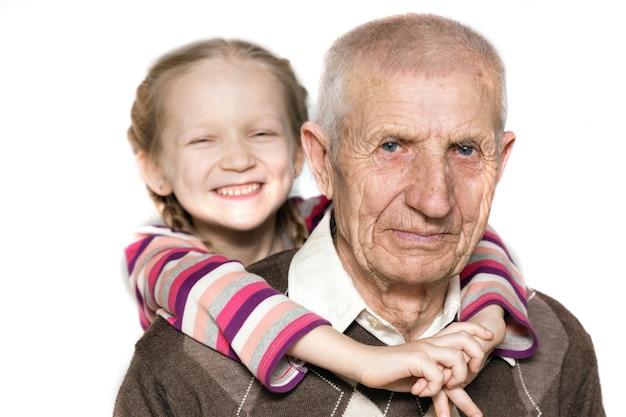 Portret van een kleindochter en grootvader, close-up