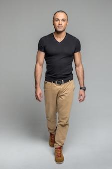 Portret van een knappe fit afrowithamerican man