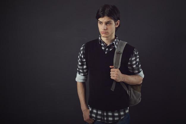 Portret van een knappe jongeman