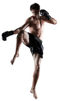 Portret van een knappe man boksen geïsoleerd op background