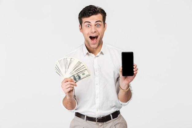 Portret van een lachende opgewonden man