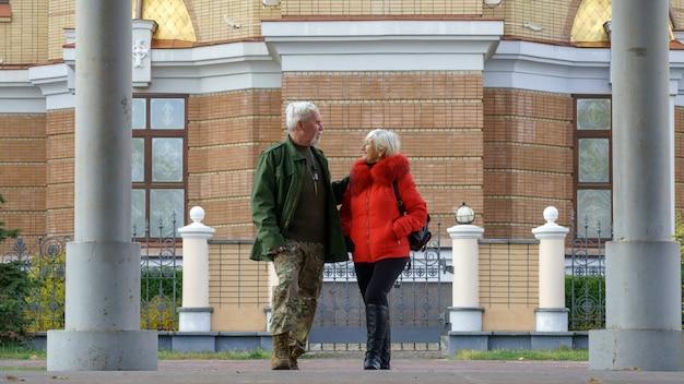 Portret van een liefdevol bejaard paar