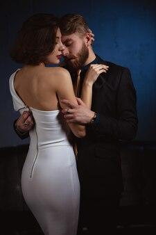 Portret van een man en een jonge vrouw in de liefde