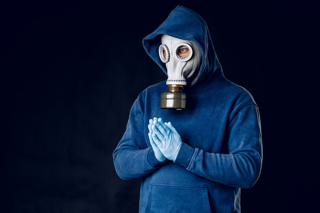 Portret van een man in een gasmasker.