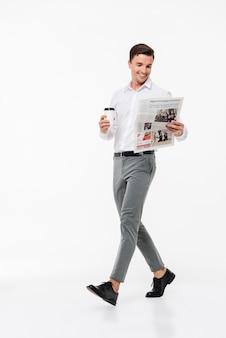 Portret van een man in een wit overhemd
