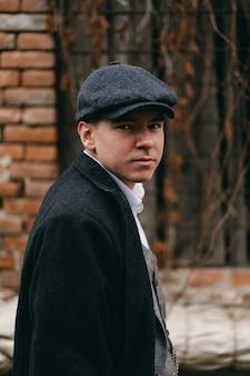 Portret van een man in retro stijl