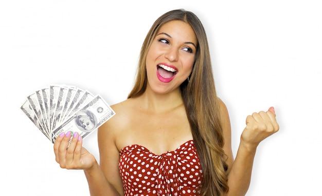 Portret van een manier de holdingsgeldbankbiljetten van de manier vrolijke jonge vrouw en het vieren