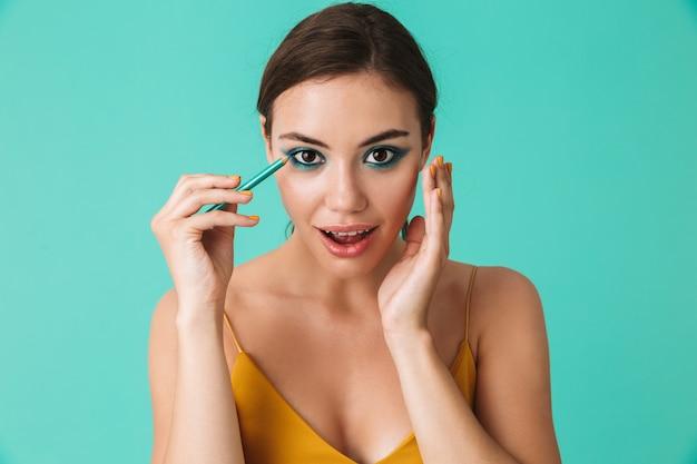 Portret van een mooie jonge vrouw close-up