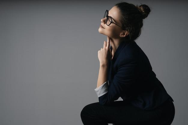 Portret van een mooie jonge zakenvrouw