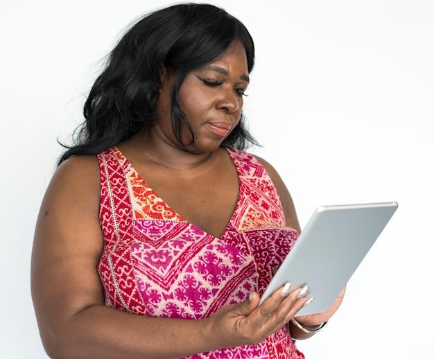 Portret van een mooie volwassen afrikaanse amerikaanse vrouw