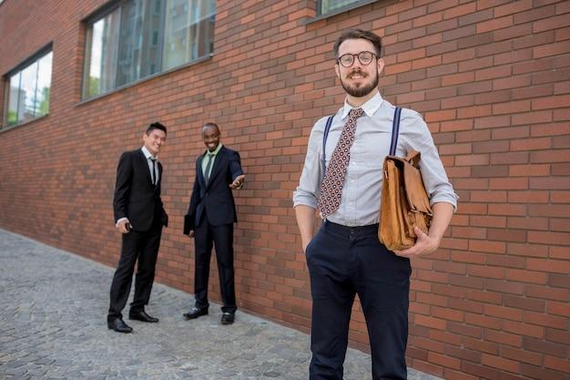 Portret van een multi-etnisch commercieel team