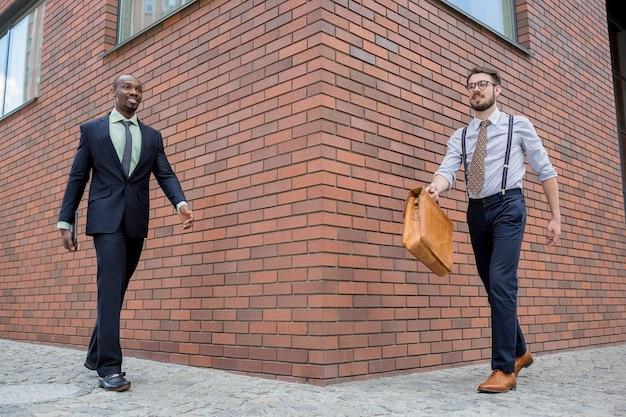 Portret van een multi-etnische business team