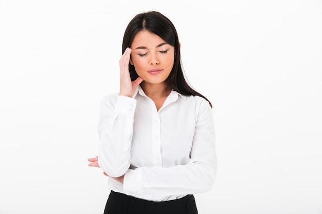 Portret van een ongelukkige aziatische onderneemster