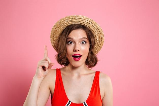 Portret van een opgewonden mooi meisje close-up