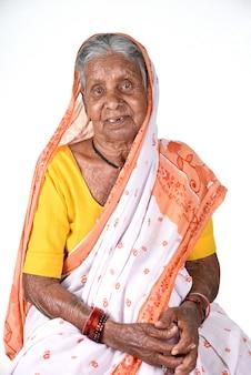 Portret van een oude vrouw, senior indiase vrouw