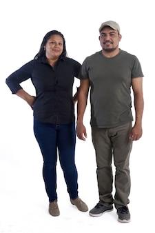 Portret van een paar latinamerica op wit