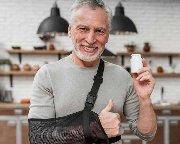 Portret van een patiënt die medische behandeling houdt