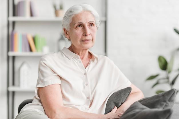 Portret van een senior vrouw