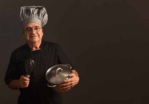 Portret van een senir-chef-kok