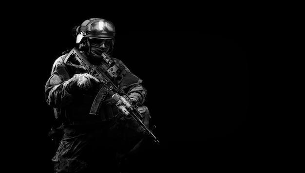 Portret van een soldaat van de speciale troepen. het concept van militaire eenheden. computer spelletjes. gemengde media